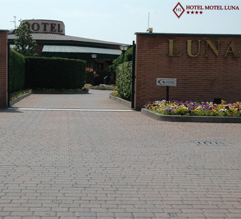 Camere e suite hotel motel luna segate novegro for Motel milano
